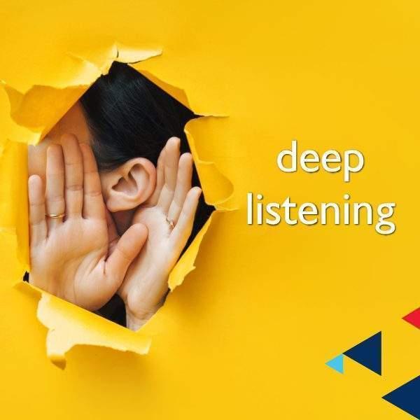Deep Listening วลีนี้ไม่ได้สื่อถึงการฟังอย่างใกล้ชิด ระยะด้านในลึกๆ ใกล้ตัวผู้พูด อย่างความหมายตามตัวอักษร
